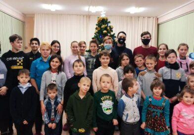 Члены студенческого совета посетили детей